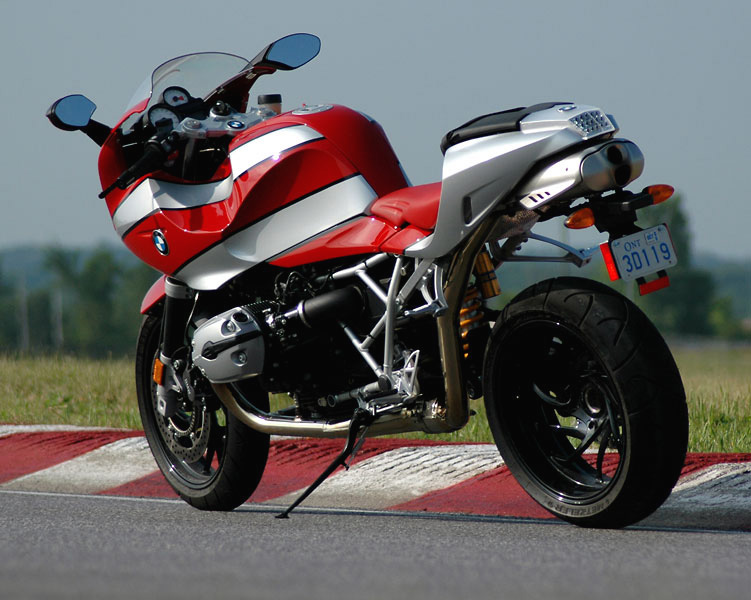 R1200S_left_rear_bg